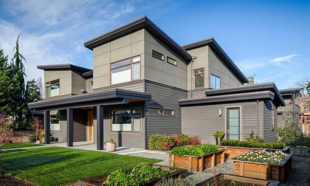 Installing all kinds of siding on house - top contractors cedar siding in Calgary